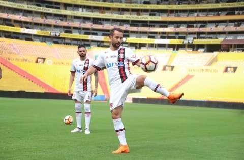Flamengo e Corinthians entram em campo pela Libertadores nesta quarta-feira