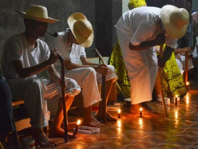 Noite é para louvar os Pretos Velhos e trazer a mensagem de amor e respeito às religiões. (Foto: Thailla Torres)