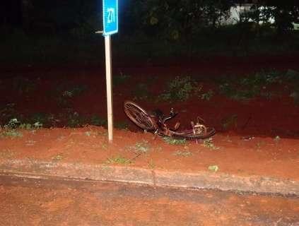 Ciclista morre atingido por veículo e motorista foge sem prestar socorro