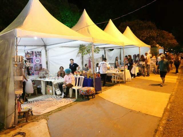 Feira de artesanatos continua neste sábado. (Foto: Paulo Francis)