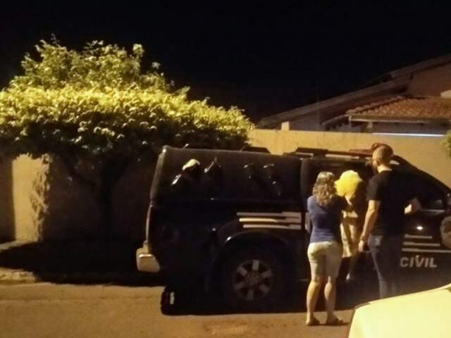 Idosa foi levada para a delegacia após flagrante (Foto: Divulgação Polícia Civil)