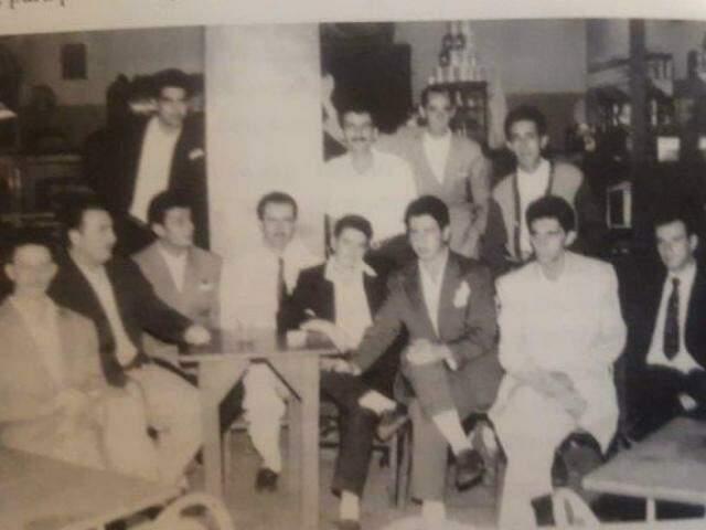 A turma da 5+, que tinha um poderoso time de basquete e vôlei e frequentavam o bar (Foto: Arquivo pessoal/ Edson Contar)