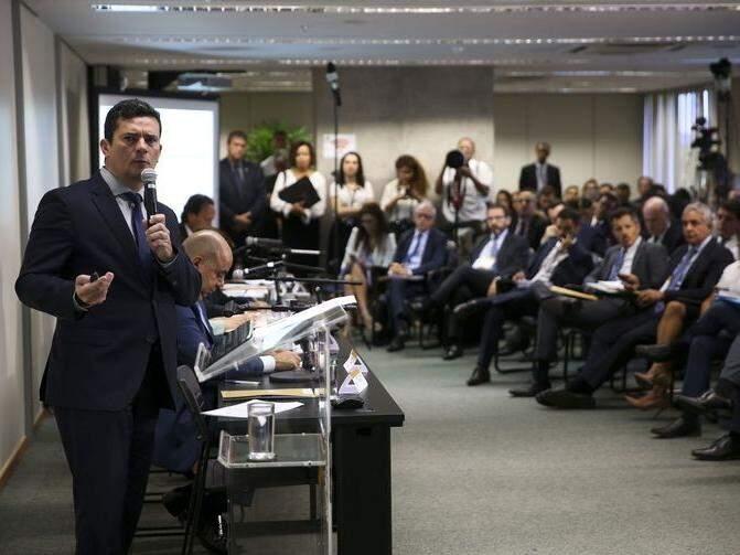 O ministro da Justiça e Segurança Pública, Sergio Moro, durante reunião para discutir sugestões ao Projeto de Lei Anticrime, na Escola Nacional de Formação e Aperfeiçoamento de Magistrados, Enfam. (Foto: Marcelo Camargo/Agência Brasil)