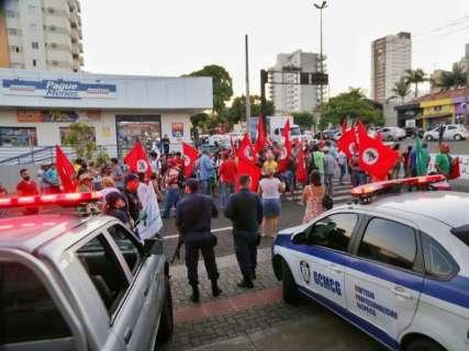 Protesto da MST fecha cruzamento da Mato Grosso no horário de pico