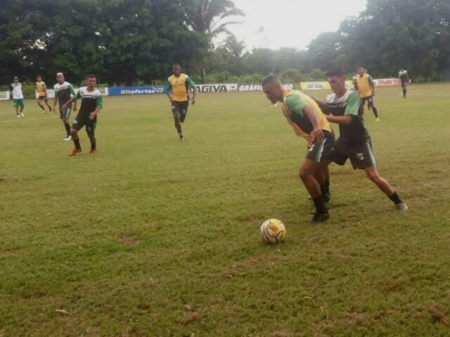 Elenco do Novo treina para duelo com União nesta noite (Foto: Novo FC/Divulgação)