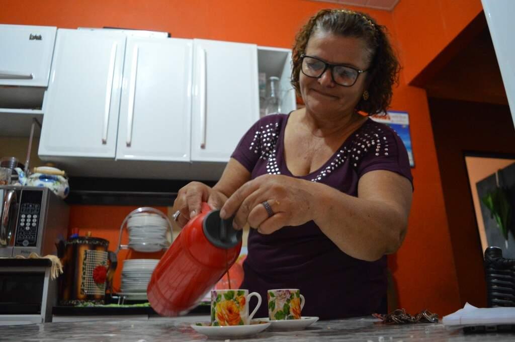 E no meio do serviço não pode faltar o 'cafézinho'. (Foto: Thailla Torres)