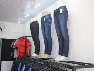 Jeans têm diferentes lavagens. (Foto: Marina Pacheco)
