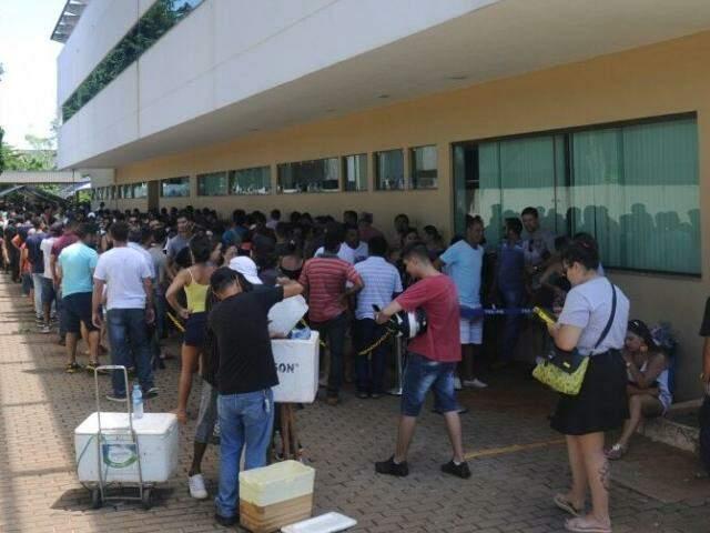 Concentração atraiu vendedores ambulantes para o prédio do Tribunal Regional Eleitoral. (Foto: Paulo Francis)