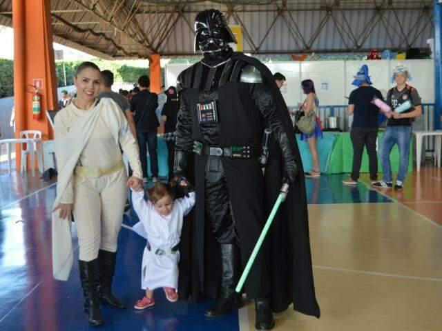 Brunno Elias virou Darth Vader, Erika Morel era Padme Amidala, e Olivia foi vestida de Princesa Leia.
