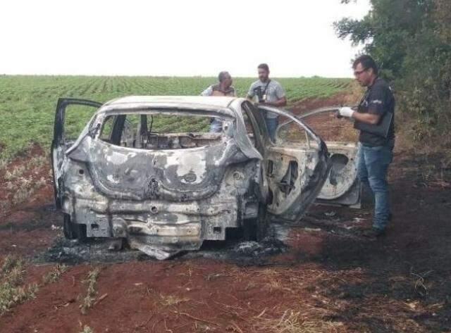 Carro usado para matar Cláudio foi incendiado  (Foto: Geisy Garnes)