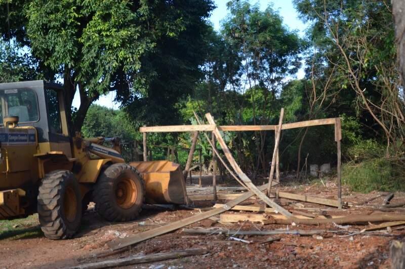 Barracos ocupavam área de preservação permanente no Jardim Anahy (foto: Simão Nogueira)