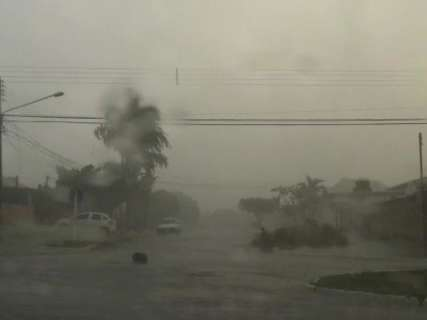 Temporal provocou queda de energia elétrica em 7 bairros da Capital
