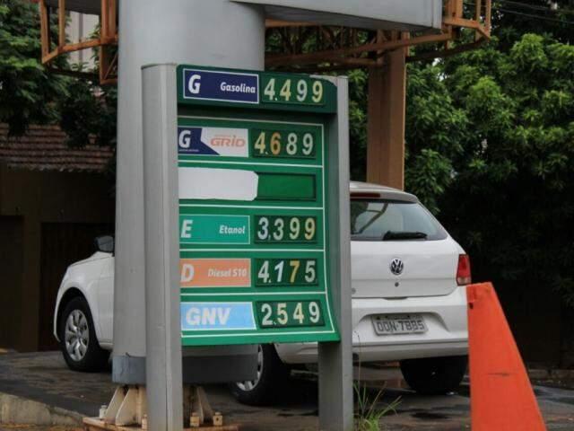 Posto vende gasolina a R$ 4,49 em Campo Grande (Foto: Marina Pacheco)