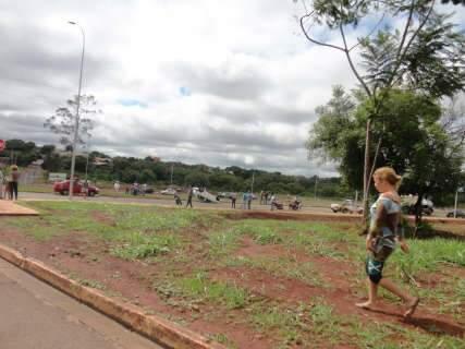 Mais um acidente na Marginal Lagoa: Leitora flagra carro capotado