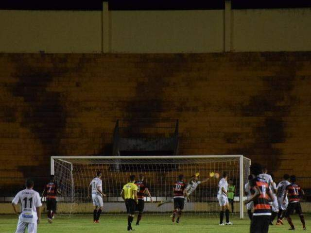 Operário de Dourados e Águia Negra empataram em 2 a 2 no Douradão, em jogo adiado da primeira rodada. (Foto: Noé Faria/FFMS/Reprodução)