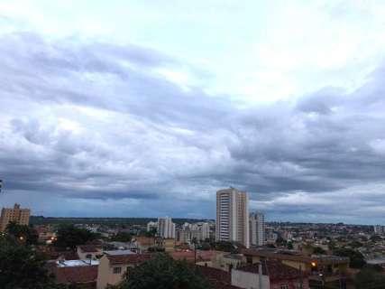 Dia começa nublado na Capital; Inmet alerta para chuvas fortes em MS