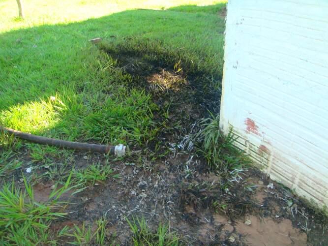 Os produto atingiu o córrego Três Barras, causando poluição no curso d'água. (Foto: divulgação)
