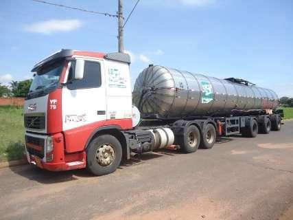 PMA apreende 26 toneladas de cimento asfáltico por transporte irregular