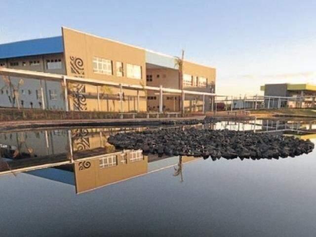 Lago da unidade da Uems em Campo Grande. (Foto: Divulgação)
