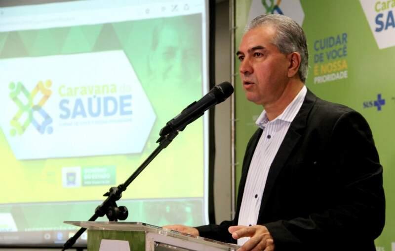 Governador do Estado, Reinaldo Azambuja (PSDB), na Caravana da Saúde. (Foto: Chico Ribeiro/Governo do Estado).