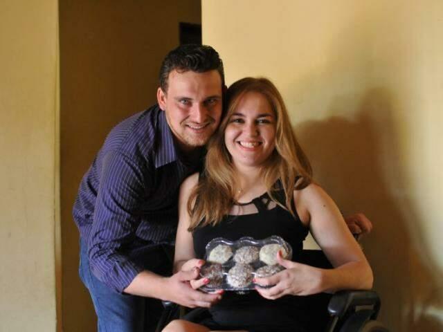 Jhonatan e Wandelma se conheceram e se descobriram o amor um do outro em três meses. (Foto: Alcides Neto)