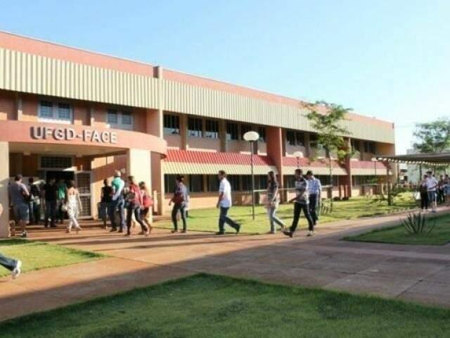 Um dos prédios da Universidade Federal da Grande Dourados (Foto: Divulgação/ Arquivo)
