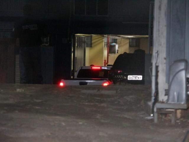 Veículos que integraram escolta de Reinaldo Azambuja deixaram o local. (Foto: Kísie Ainoã)