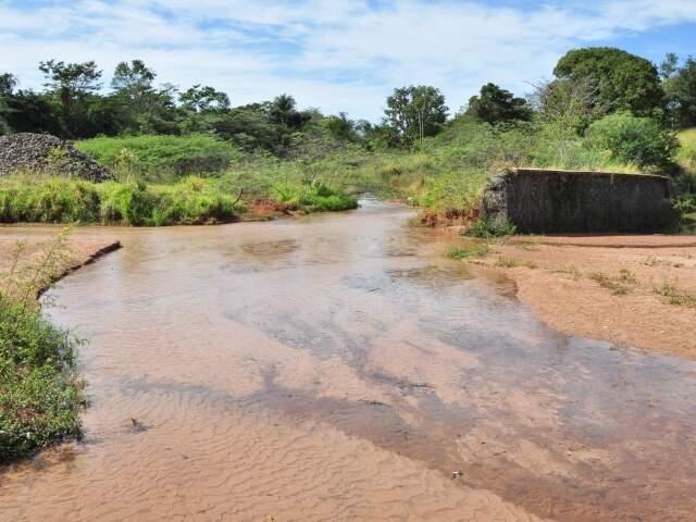 Construção de barragem em nascente do córrego prosa no Parque das Nações deve levar oito meses. (Foto: João Garrigó)
