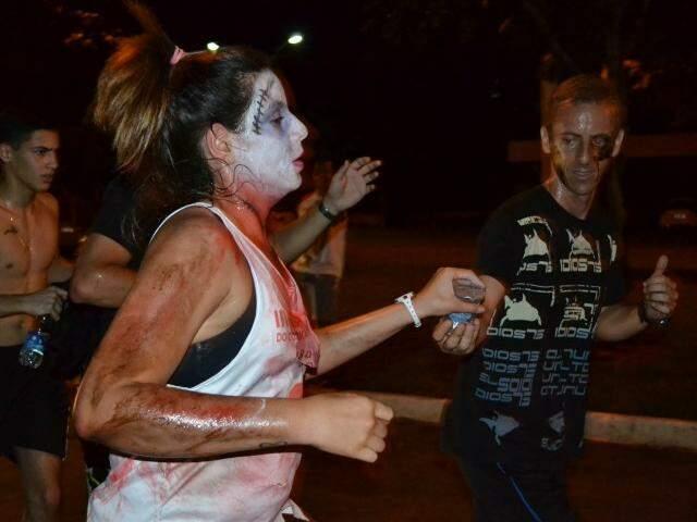 Algumas pessoas capricharam na maquiagem. (Foto: Aline Araújo)