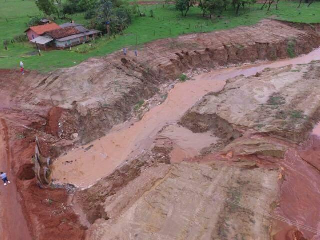 Chuva em Rio Brilhante deixou moradores de fazendas e chácaras ilhados (Foto: divulgação)