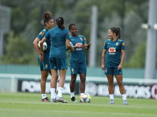 Treino da Seleção Brasileira na França; time encara a novata Jamaica na estreia do Mundial da França. (Foto: CBF/Divulgação)