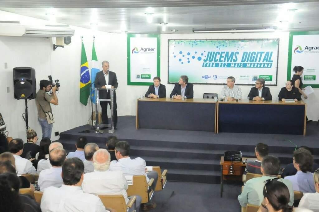 Governador durante discurso no lançamento do serviço digital ,nesta segunda-feira (19). (Foto: Paulo Francis)