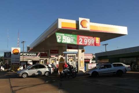 Gasolina a R$ 2,99 tem fila com espera de 40 minutos para abastecer