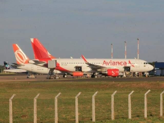 Aeronave da Avianca no Aeroporto Internacional de Campo Grande. (Foto: Arquivo/Campo Grande News)