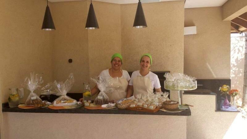 Lis e Vera decidiram produzir sob encomenda produtos funcionais como o patê de mandioca e o biscoitinho de batata doce (Foto: Divulgação)