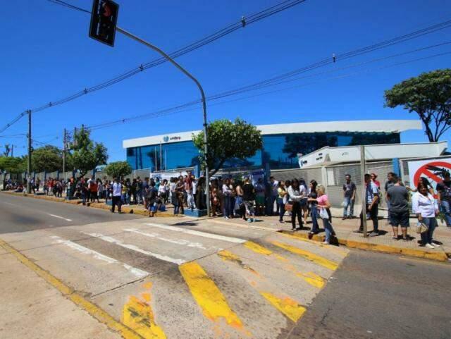 Estudantes que participaram do Enem na Capital na semana passada (Foto: André Bittar)