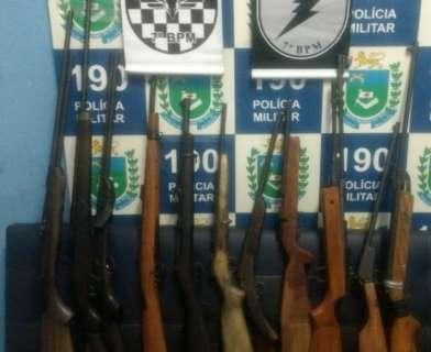 Três homens são presos com onze armas de fogo em casa