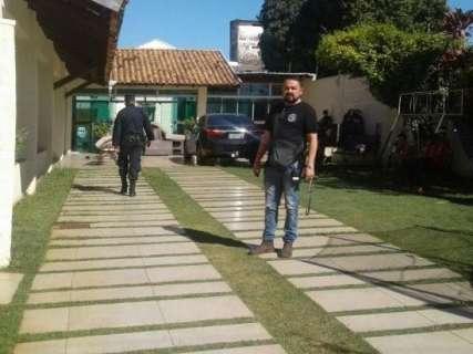 Polícia acha fuzil na casa de suspeito de atentado com 4 mortes