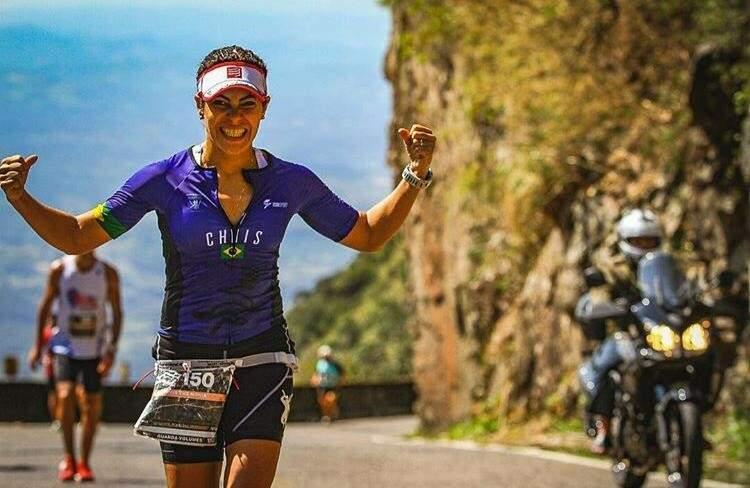 A advogada Christiane Novaes de Souza ao finalizar a Maratona Mizuno Uphill 2017, disputada na Serra do Rio do Rastro em Santa Catarina (Foto: Arquivo pessoal)