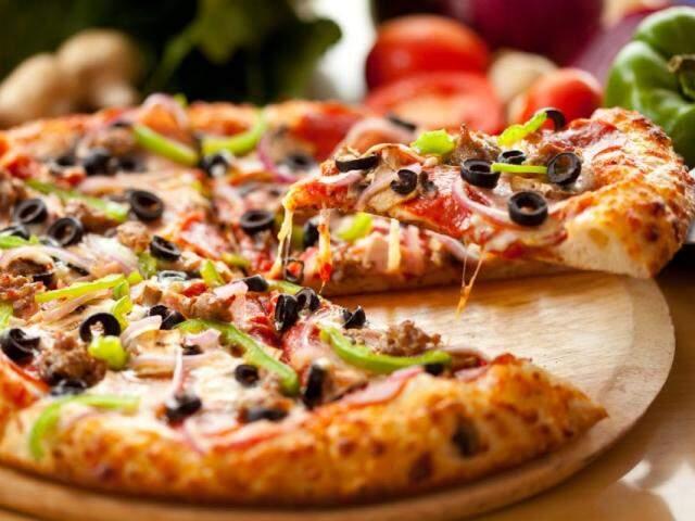 Hoje é Dia Mundial da Pizza e tem desconto em alguns estabelecimentos da cidade.
