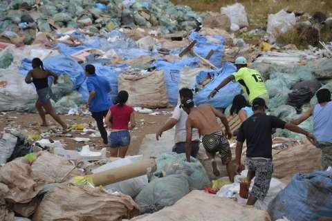 Incêndio destrói cooperativa criada após desativação do lixão na Capital