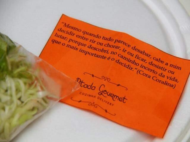 Poesia vem grudadinha no marmitex. Esta era de Cora Coralina. (Foto: Marcos Ermínio)