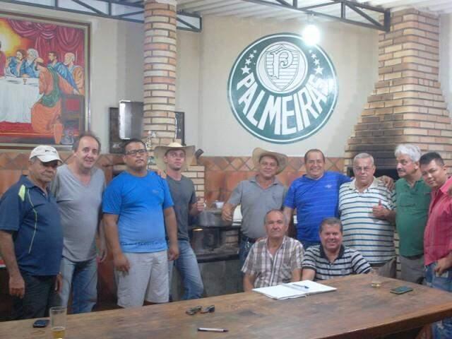 Desde 2011 senhor Josué reune os amigos nos seus mensais torneios de sinuca. (Foto: Adriano Fernandes)