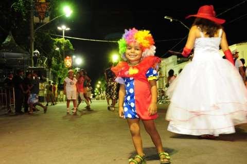 Carnaval é tempo de reencontro, estrear a fantasia e ser estrela na rua