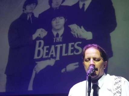 Fãs de Beatles celebram 60 anos do encontro de John Lennon e Paul McCartney