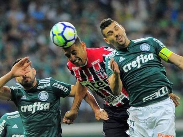Com o resultado de hoje o Palmeiras foi aos 14 pontos, em quinto lugar na tabela, enquanto o São Paulo permanece com 16, na vice-liderança. (Foto: GE)