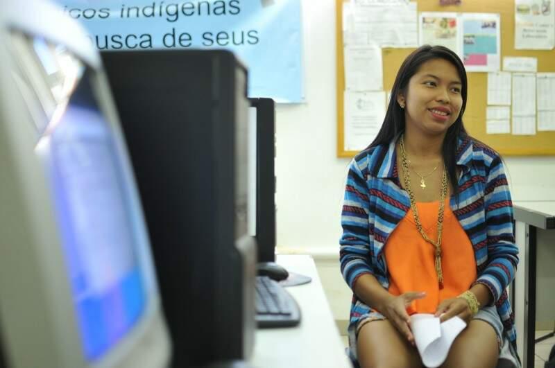 Casos de diabetes e anemia em crianças da aldeia motivaram Milena a escolher o curso de Nutrição (Foto: Alcides Neto)