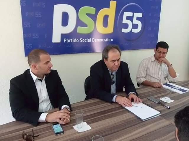 Antônio Lacerda (centro) ao lado de Robison Gatti, durante evento do PSD (Foto: Divulgação - PSD)