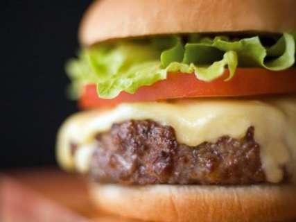 No Dia Mundial do Hambúrguer, lanchonetes dão desconto de até R$ 10 no sanduíche