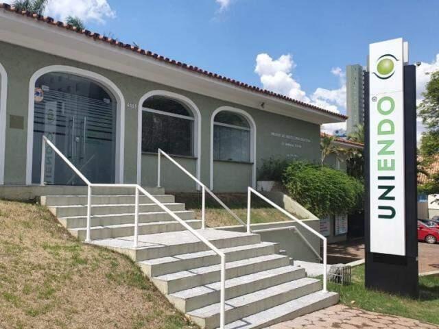 Clínica fica na Avenida Afonso Pena (Foto: Clayton Neves)